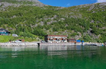 arctic-booking-ersfjordbotn-brygge-ersfjorden