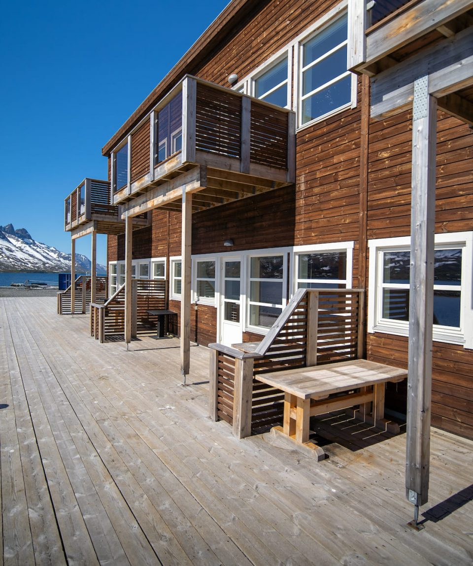 rorbu-arctic-booking-outside-pier