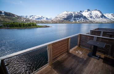rorbu-arctic-booking-terrasse-1